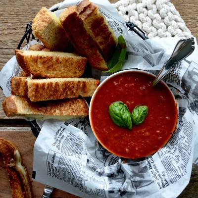 Grilled-cheese sticks and homemade tomato sauce